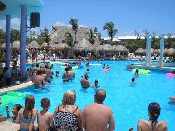 Iberostar resorts hotels photo gallery pool games for Pool game show