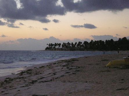 quiet_beach_at_sunrise_1